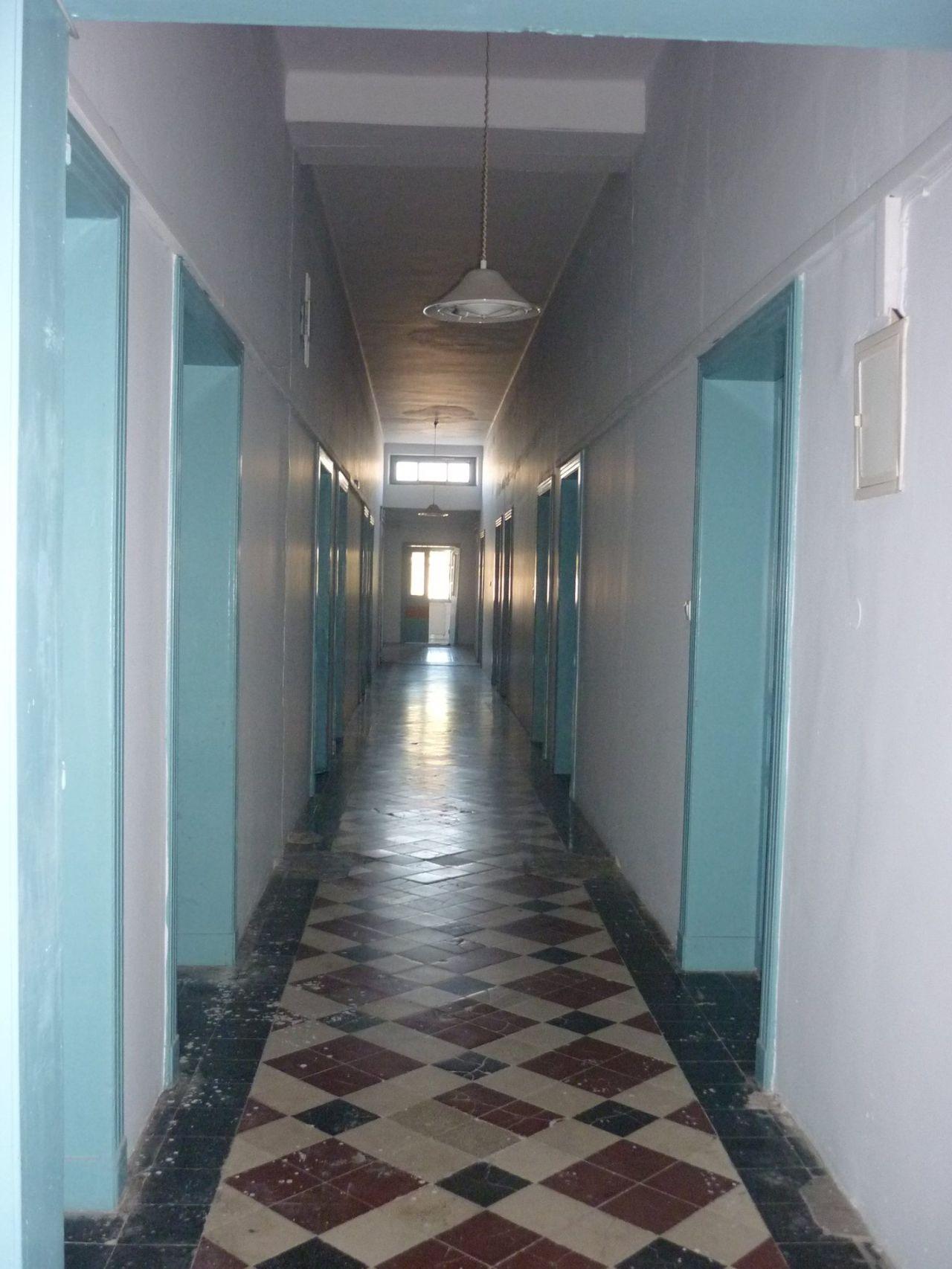 Διάδρομος από το εσωτερικό του κτιρίου