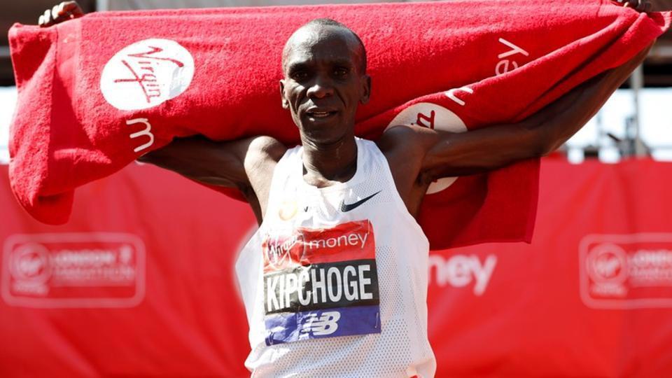 Eliud Kipchoge winning in London