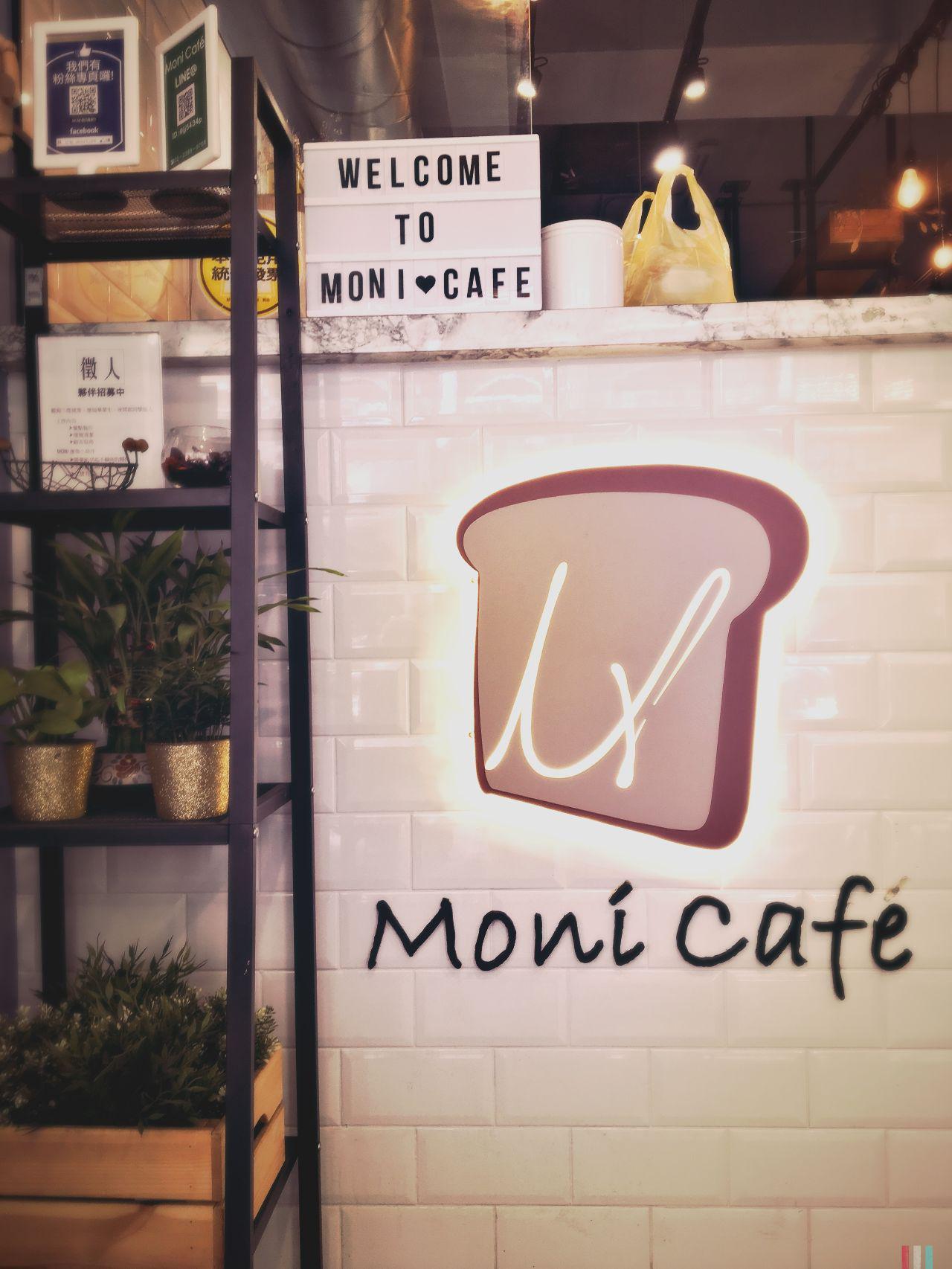 日初Moni Cafe店門