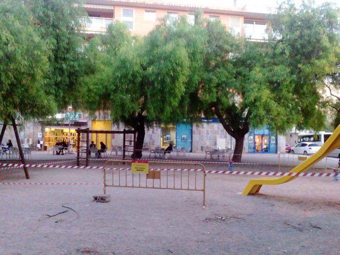 Parc infantil tancat a Tortosa