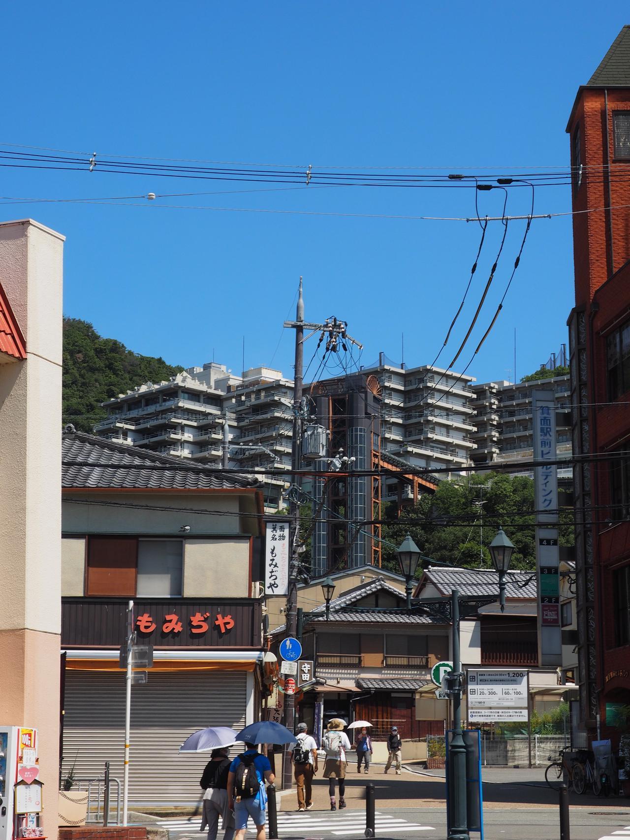 箕面駅前から見た箕面観光ホテル