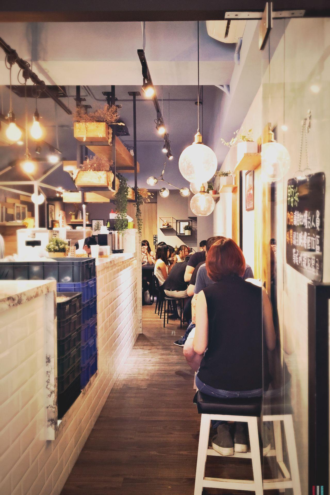 日初Moni Cafe店內