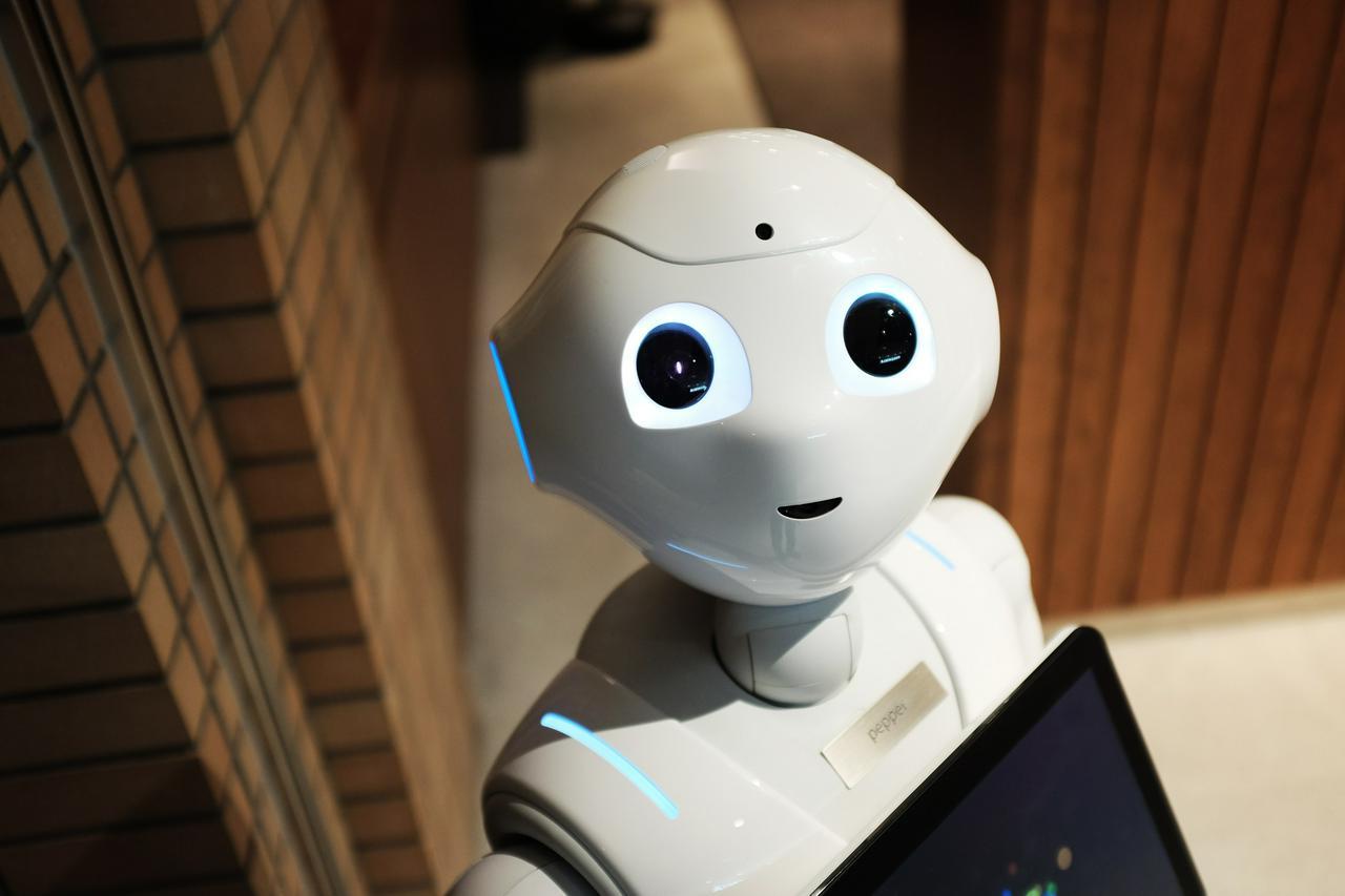 Robot photo by Alex Knight on Unsplash