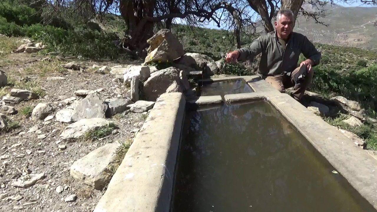 Δεξαμενή νερού που γεμίζει από την πηγή του Τούρτουρα