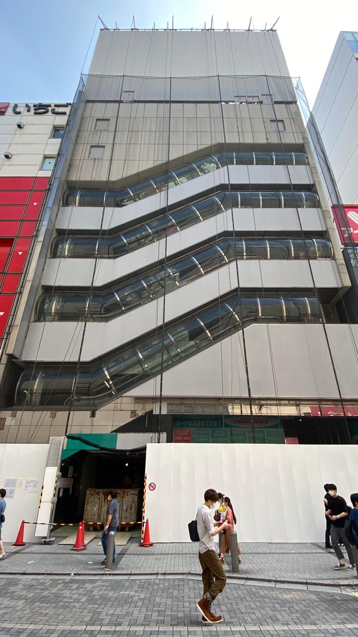 解体されることとなったサトームセン駅前1号店ビル