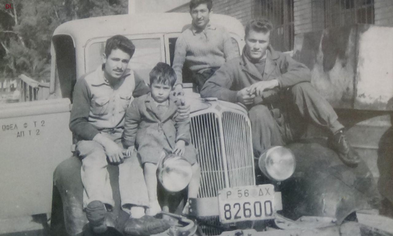 Το φορτηγό μαζί με τους εργάτες