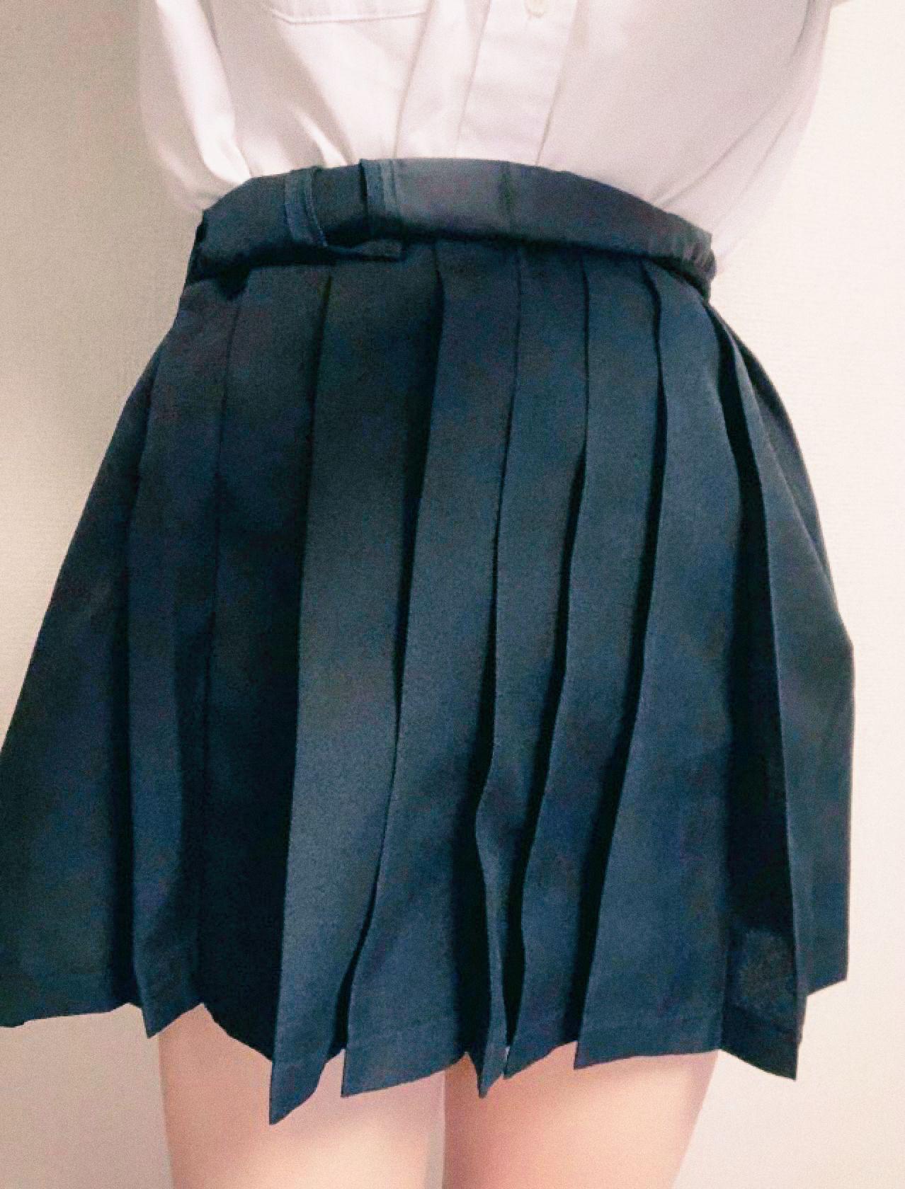 裙長未及膝
