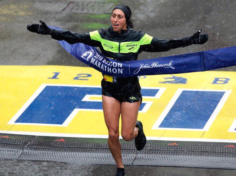 Des Linden winning Boston