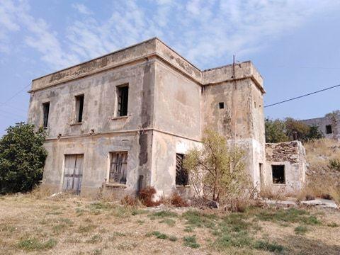 Το εγκατελειμένο πλέον κτίριο που κάποτε έσφυζε από ζωή.